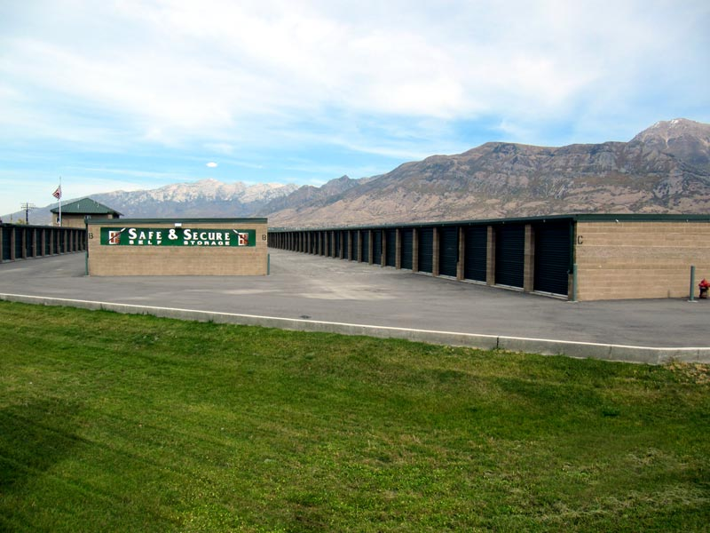 safe and secure self storage building units from i15 freeway